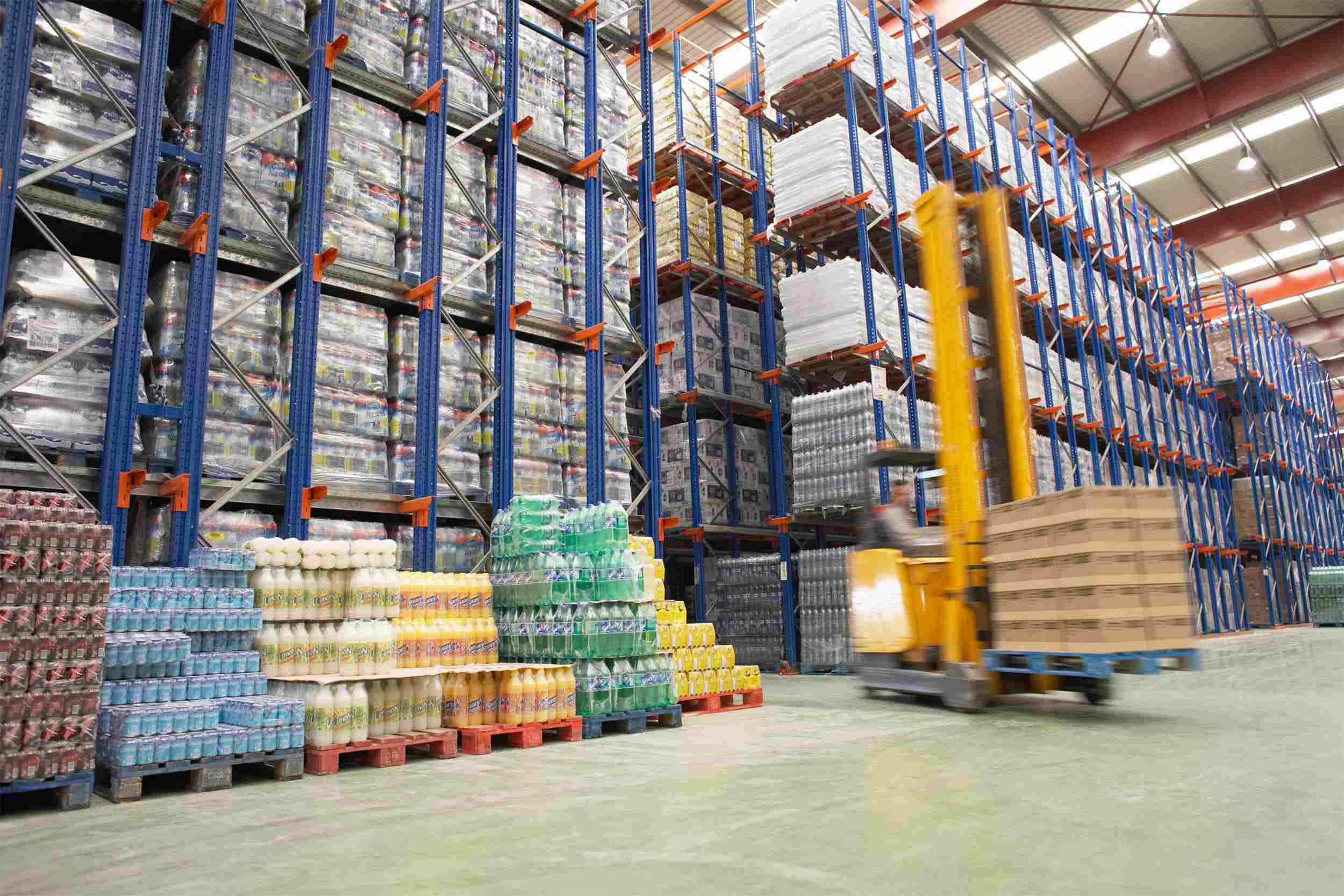 https://www.psz.sk/wp-content/uploads/2015/09/Warehouse-and-lifter1.jpg